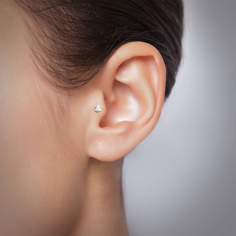 Piercing tragus brillant triangle or gris